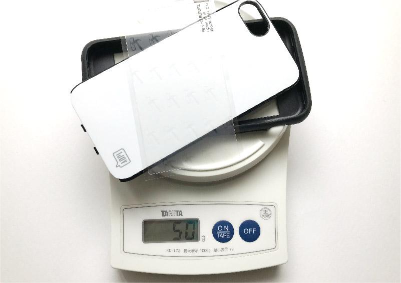 全面衝撃吸収のスマホケース アイジョイの重さはたった50グラム