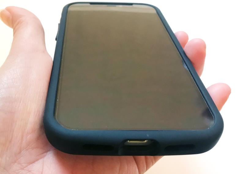 iPhone12対応アイジョイフル抗菌タイプのディスプレイ側